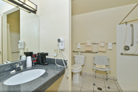 BEST WESTERN Prairie Inn & Conference Center - Guest Bathroom - Mobility Accessible