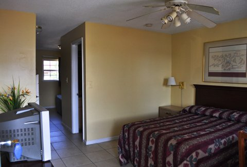 Calypso Motor Inn - Standard 2 bedroom split