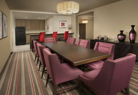 Courtyard by Marriott Dallas DFW Airport North/Grapevine - Presidential Suite   Dining Area