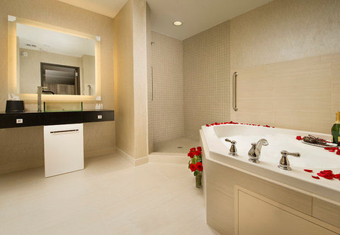 Courtyard by Marriott Dallas DFW Airport North/Grapevine - Presidential Suite   Bathroom