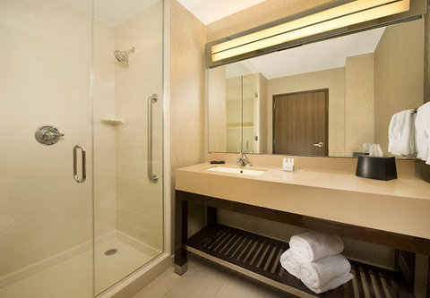 Courtyard by Marriott Dallas DFW Airport North/Grapevine - Suite Bathroom