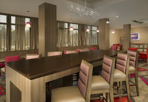 Courtyard by Marriott Dallas DFW Airport North/Grapevine - Community Table