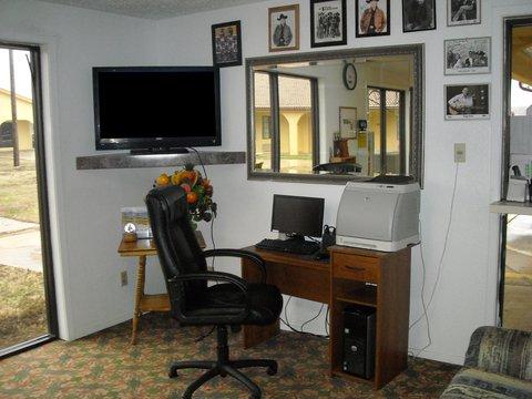 Americas Best Value Inn Bonham - Business Center
