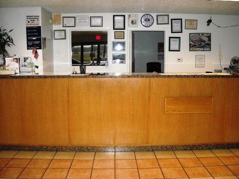 Americas Best Value Inn Bonham - Front Desk