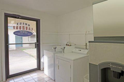 Americas Best Value Inn Bonham - Laundry Facility