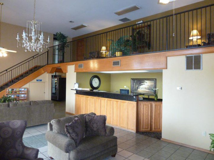 Americas Best Value Inn Roland Lobby