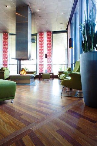 拉迪森萨斯机场酒店 - Lobby lounge