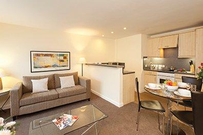 萨科诺丁汉罗普沃酒店 - SACO Nottingham - living area