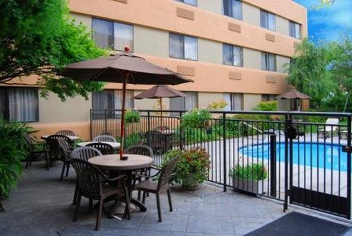 Oxford Suites Redding - Redding, CA