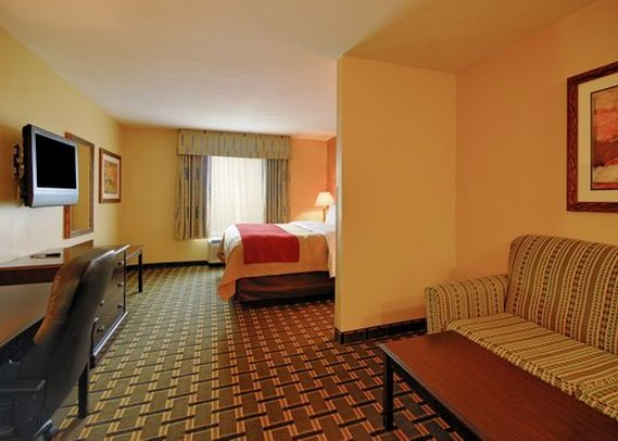 Comfort Inn Marion Suite