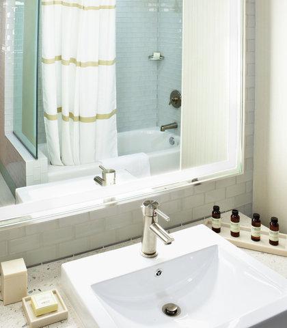 Pier South Resort, Autograph Collection - Suite Bathroom Vanity