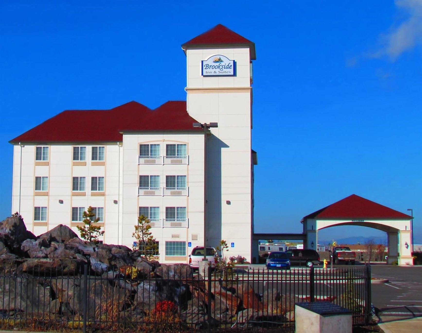 Brookside Inn & Suites