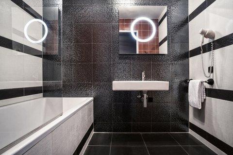 BEST WESTERN PREMIER Art Hotel Eindhoven - Bathroom