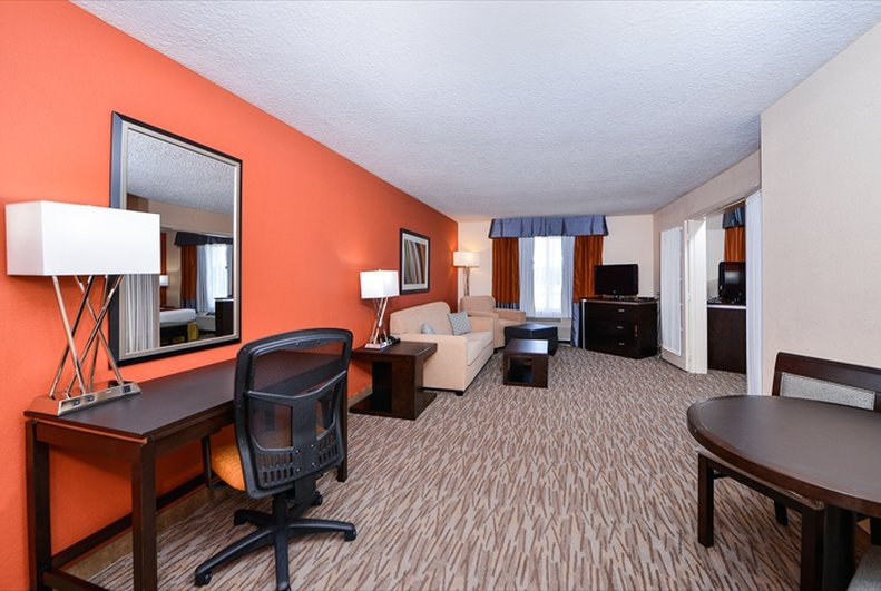Holiday Inn Express Hotel & Suites Houston-Kingwood Suite