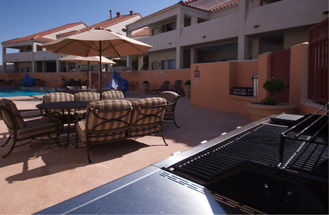 Holiday Inn EL PASO-SUNLAND PK DR & I-10 W - Barbecue by the pool - relax  swim and eat