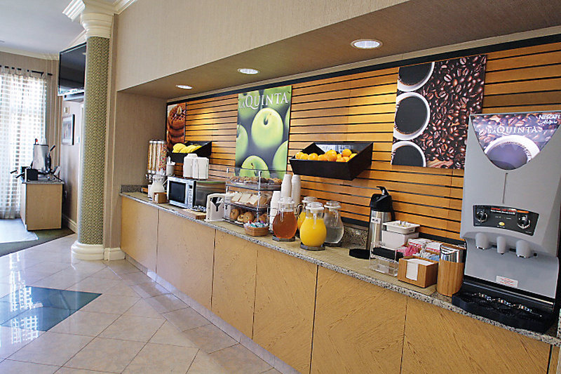 La Quinta Inn & Suites Orlando Airport North Gastronomia