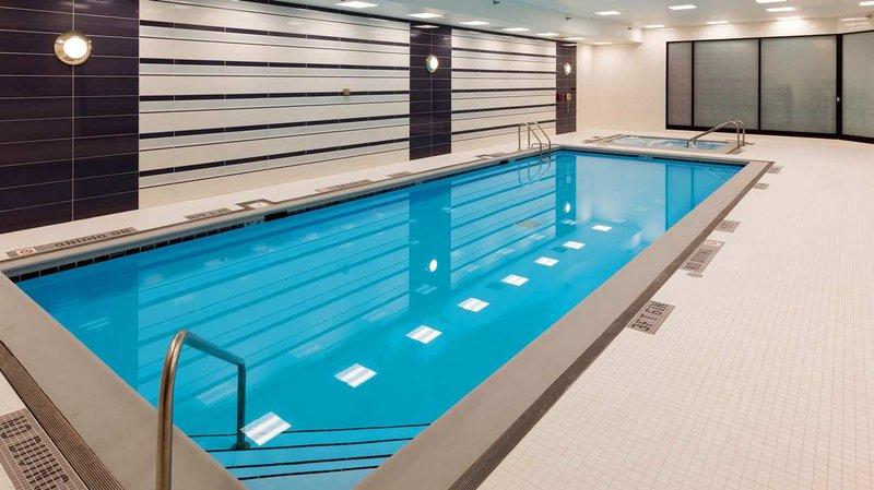 Hilton Chicago O'Hare Airport Vista della piscina