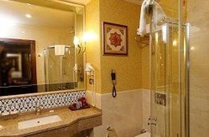 Meyra Palace - Bathroom