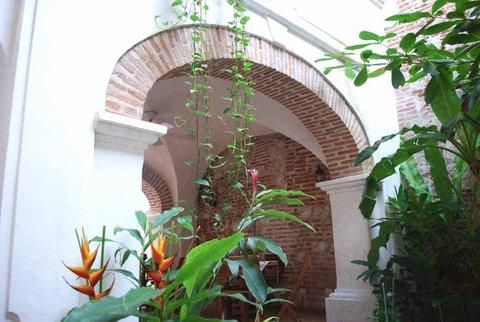 Alfiz Hotel - Courtyard