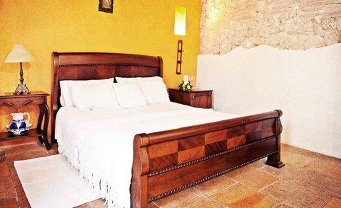 Alfiz Hotel - La Colonia Room