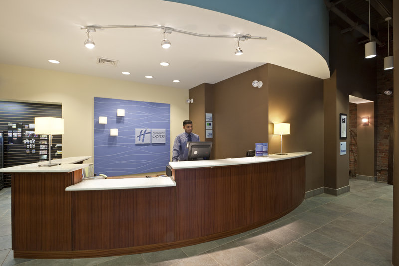 Holiday Inn Express Hotel & Suites Boston - Downtown Lobby