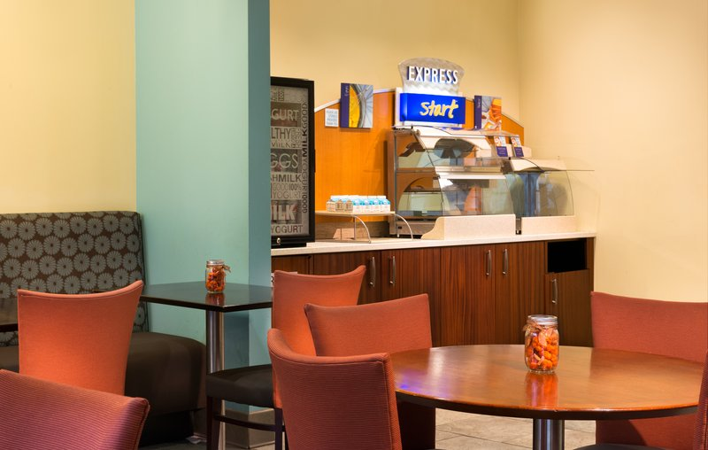 Holiday Inn Express Hotel & Suites Boston - Downtown Gastronomi