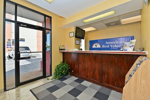 Americas Best Value Inn Downtown Midtown - Front Desk