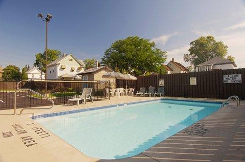 Americas Best Value Inn & Suites-Niagara Falls - Outdoor Pool