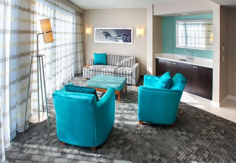 Courtyard Philadelphia South at The Navy Yard - King Suite   Living Area