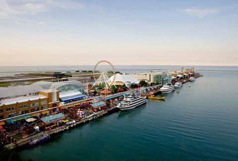 Crowne Plaza CHICAGO METRO DOWNTOWN - Navy Pier located minutes from Crowne Plaza Chicago Metro Hotel