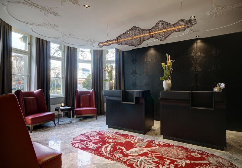 Hotel Am Steinplatz, Autograph Collection® Berlin Reception Desk