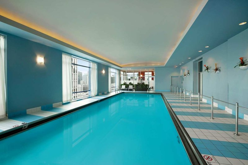 Hilton Suites Chicago/Magnificent Mile Billede af pool