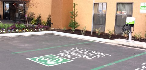 BEST WESTERN PLUS Fresno Airport Hotel - Electric Vehicle Charging Station