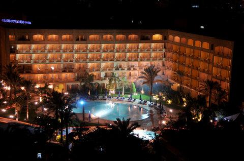 Grand Pyramids Hotel - Winter image Exteriorview