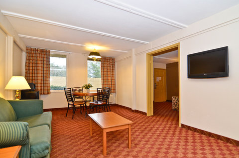 Americas Best Value Inn Athens - King Suite