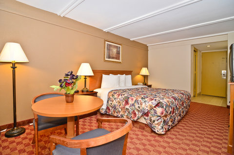 Americas Best Value Inn Athens - King Deluxe Suite