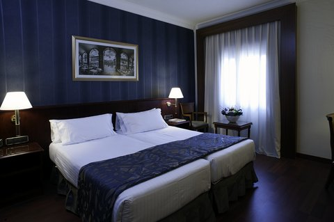 Avenida Palace - Standard Room at Hotel Avenida Palace Barcelona