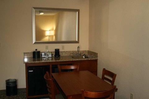 Hampton Inn Gainesville FL - Suite Kitchen