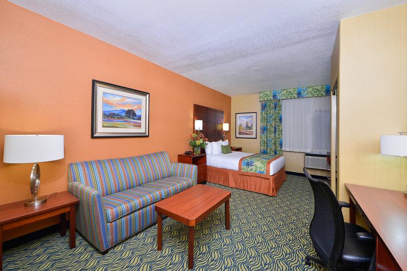 university square hotel in fresno ca 93726 citysearch. Black Bedroom Furniture Sets. Home Design Ideas