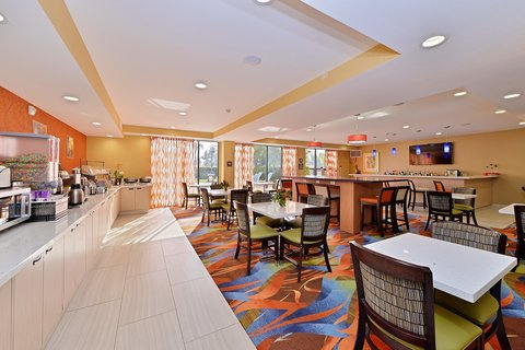 BEST WESTERN PLUS Fresno Airport Hotel - Breakfast Area