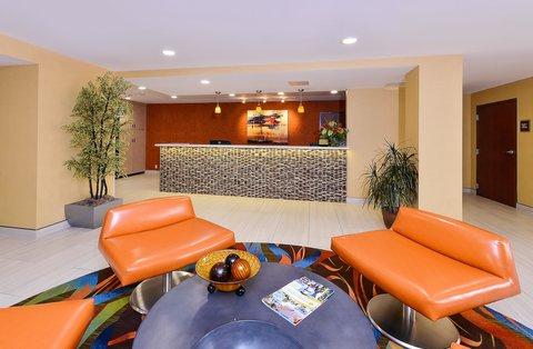 BEST WESTERN PLUS Fresno Airport Hotel - Lobby