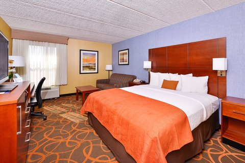 BEST WESTERN PLUS Fresno Airport Hotel - Spacious King Guest Room
