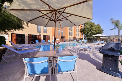 BEST WESTERN PLUS Fresno Airport Hotel - Swimming Pool