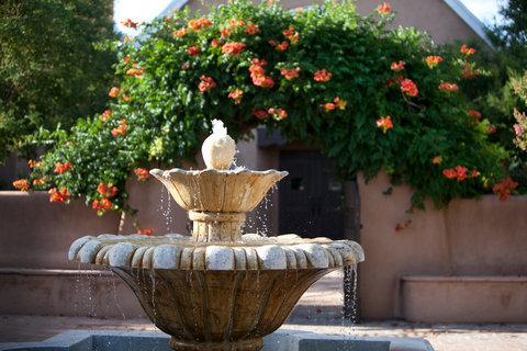 Hotel Albuquerque at Old Town - Fountain and garden