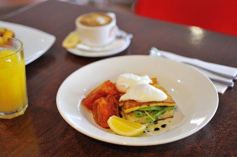 Metro Apartments Gladstone - Rocksalt Restaurant- breakfast