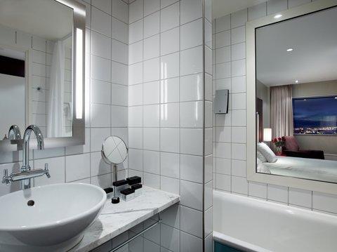 Gothia Towers - Standard Bathroom at Gothia Towers
