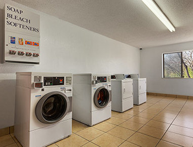 Super 8 Austin University/Downtown Area - Laundry
