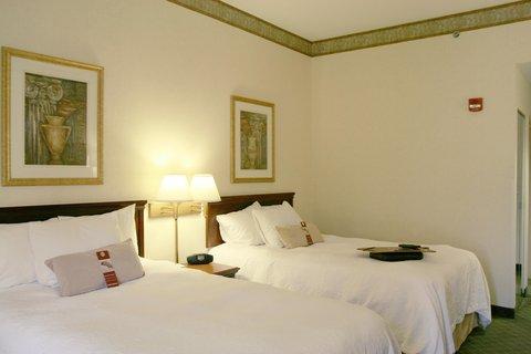 Hampton Inn Marietta OH - Double Queen Guest Room