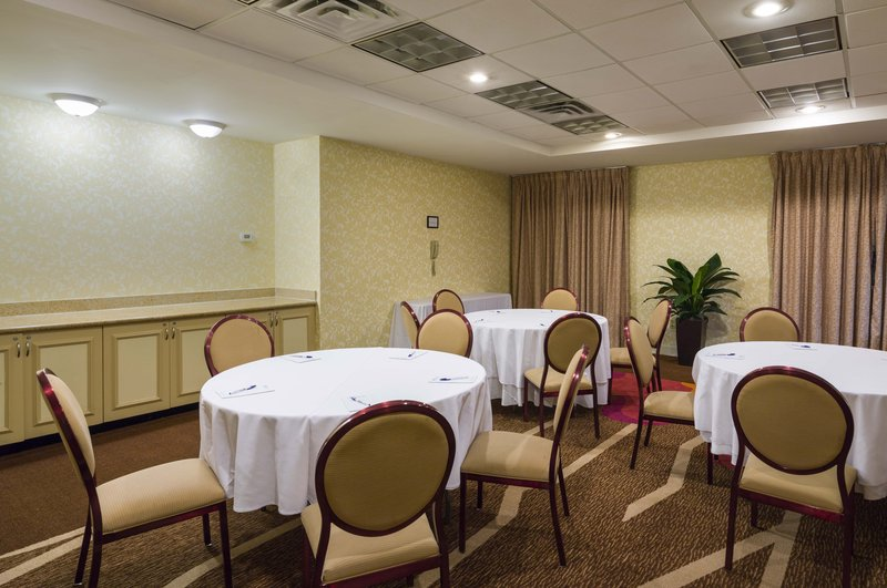 Hilton Garden Inn Queens/JFK Airport Конференц-зал