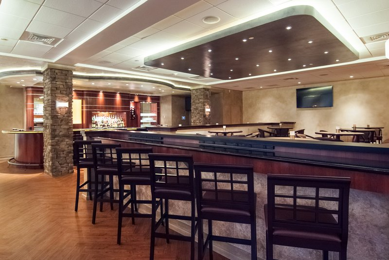 The Crowne Plaza Executive Center Baton Rouge Bar/Lounge
